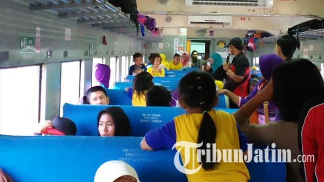 Tamasya Naik Kereta Api, Begini Kegembiraan Siswa TK Desa Doudo